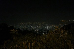 (六甲山から神戸の夜景を眺める)