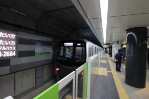(仙台駅から出発する仙台市地下鉄・東西線)