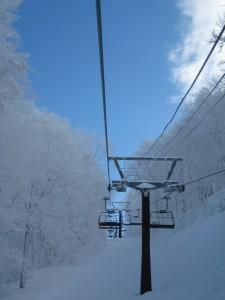 (降雪が遅い東北のスキー場 今年はいつ頃に初滑りとなるのでしょう)